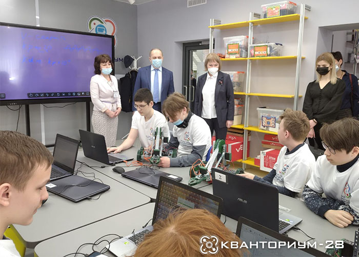 Заместитель Министра просвещения России Виктор Басюк посетил «Кванториум-28» в Свободном