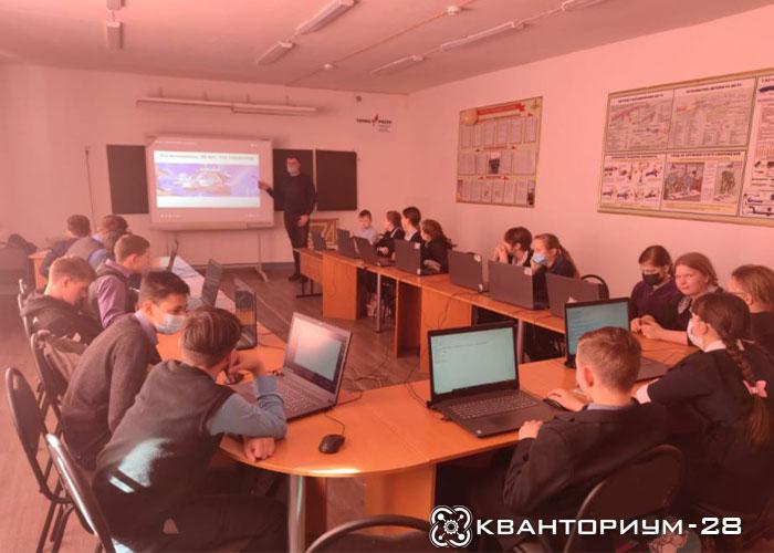 Наставник «Кванториум-28» рассказал шестиклассникам Ивановского района о космическом адресе землян