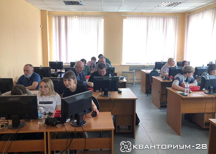 Наставники «Кванториум-28» обучают учителей физики из различных школ Приамурья