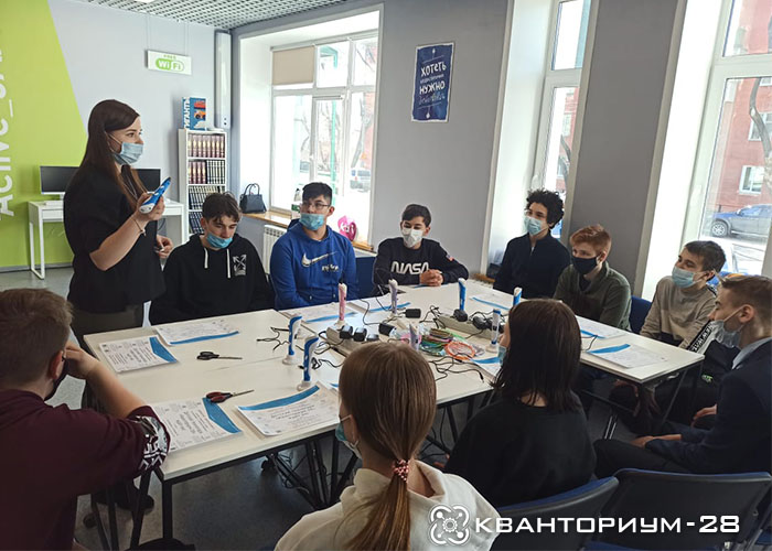 Восьмиклассники из школы № 5 Благовещенска освоили 3D ручки на мастер-классе от «Кванториум-28»