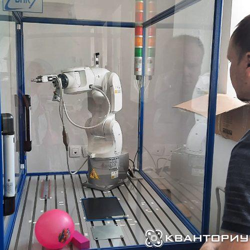 Наставники детского технопарка «Кванториум-28» отлаживают работу нового оборудования