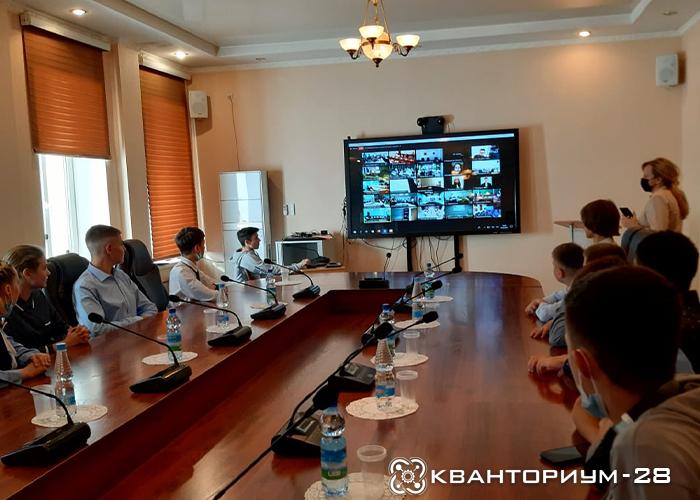 Амурские кванторианцы участвуют в видеоконференции с министром просвещения России