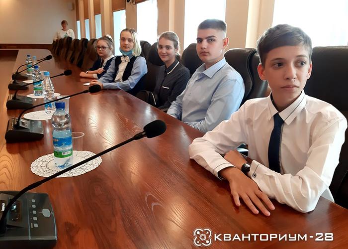 «России нужны думающие созидатели»: амурские кванторианцы поучаствовали в федеральном совещании о поддрежке и профориентации талантливой молодежи в стране